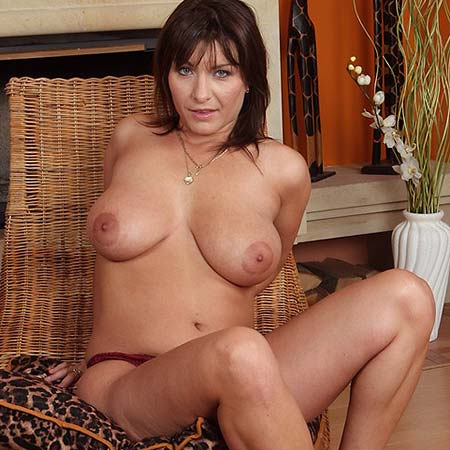 Mature and busty Sophia takes off her red top