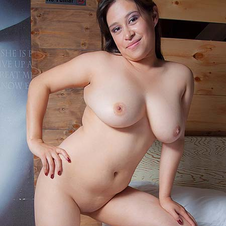 Busty Latina Andrea Beliz strips on her bed
