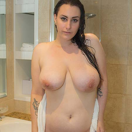 Busty Chloe Jenks takes a shower