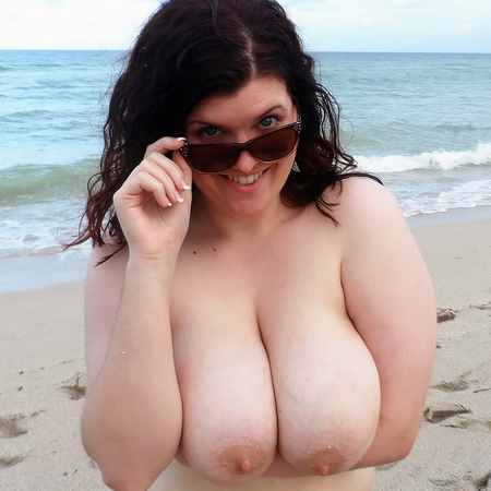 Curvy brunette at a nudist beach - Scoreland