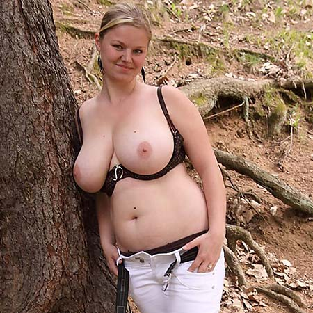Natural curvy blonde Sima strips in a forest