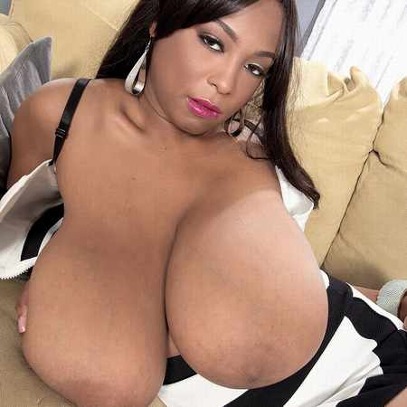 The huge black boobs of 18 years old Rachel Raxx - Scoreland